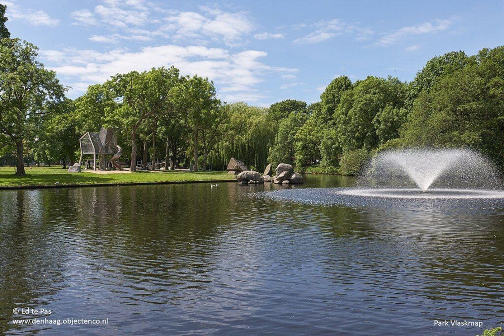 De Eerensplein, Den Haag foto-33 blur