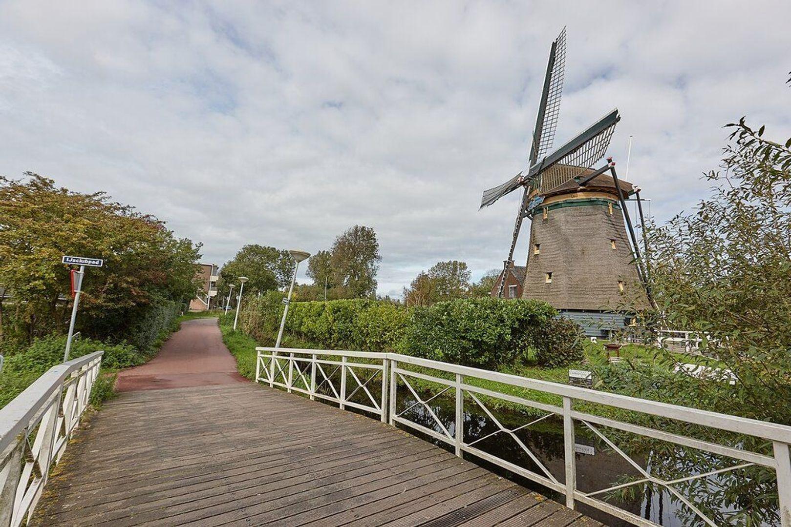 Juliana van Stolberglaan, Den Haag foto-23 blur