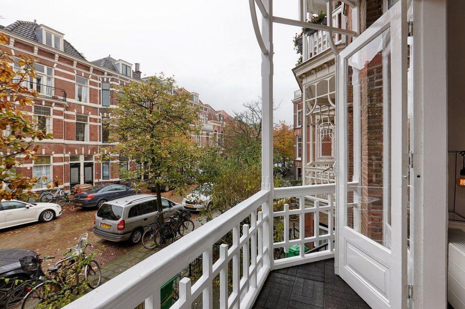 Gerard Reijnststraat, Den Haag foto-7 blur