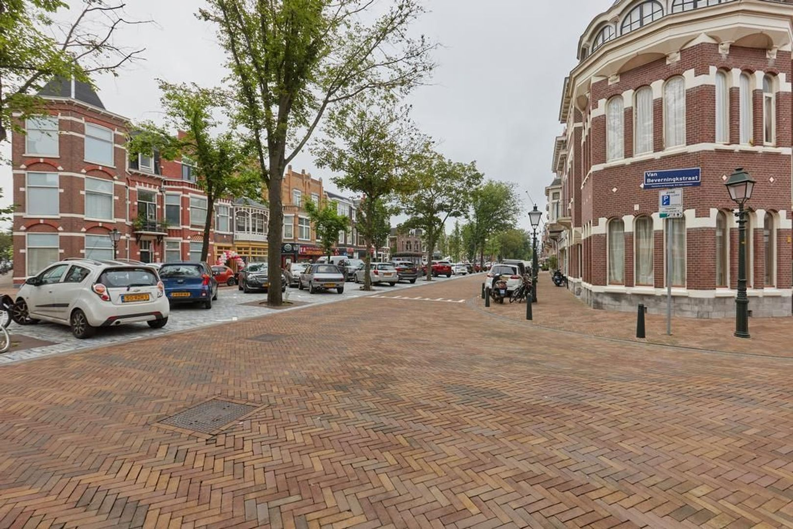 Van Beverningkstraat, Den Haag foto-24 blur