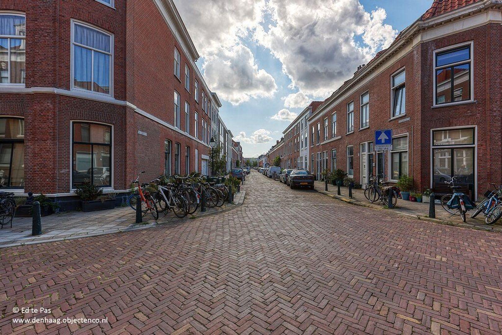 Roggeveenstraat, Den Haag foto-18 blur