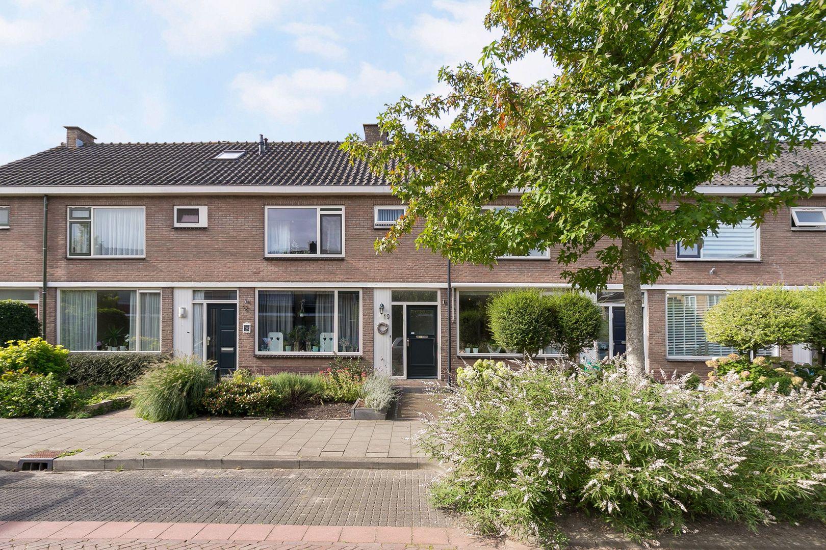 Waalstraat 19, Alphen aan den Rijn foto-0 blur