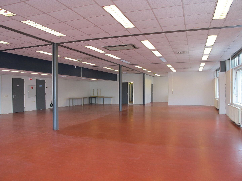 Kluizenaarsbocht 6 2E 320M2, Delft foto-2