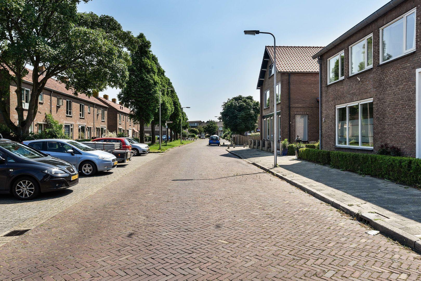 Jhr. K.W.L. de Muraltstraat 8, Ter Aar foto-