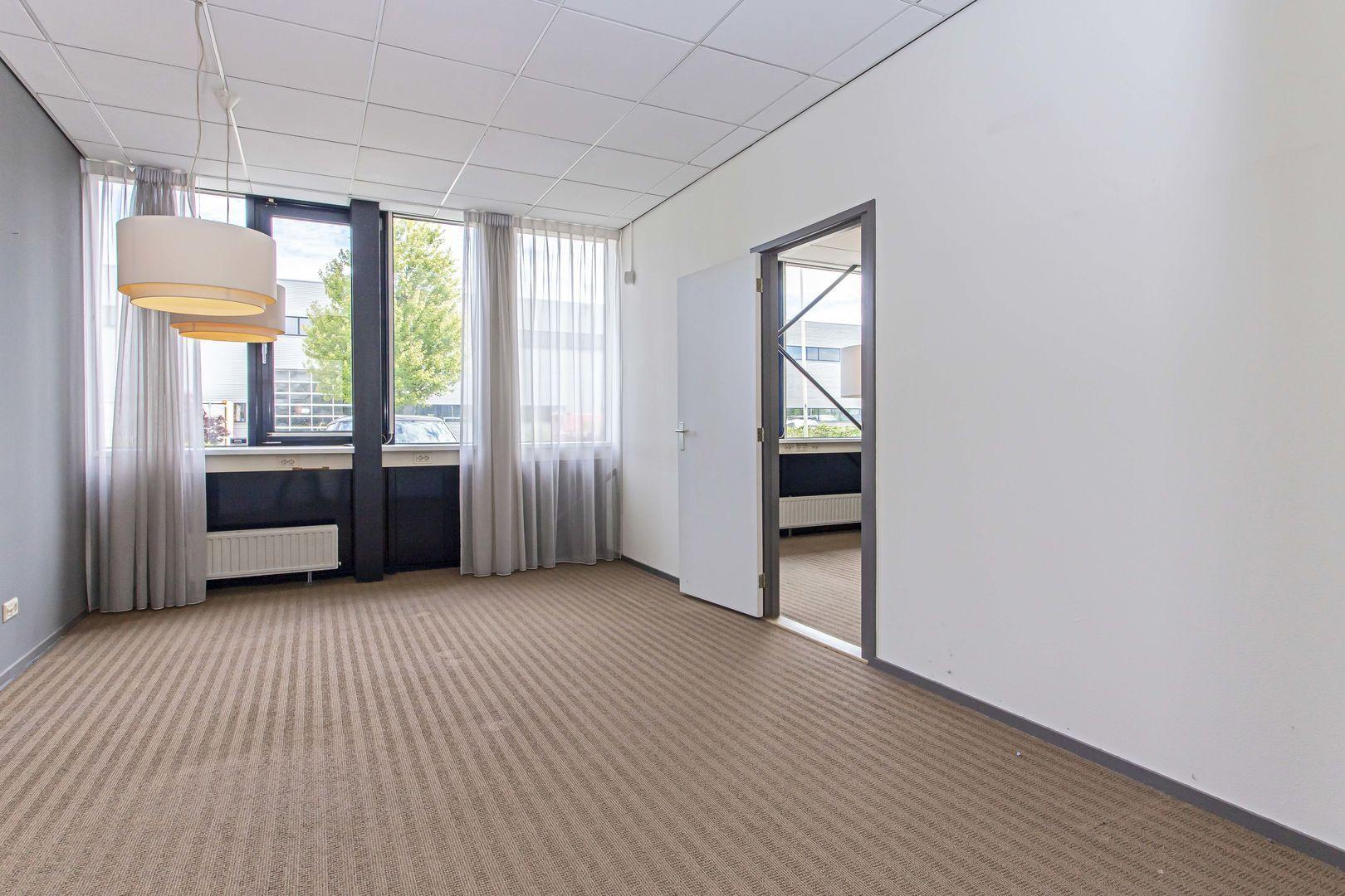 Rhone 32, Den Haag foto-15